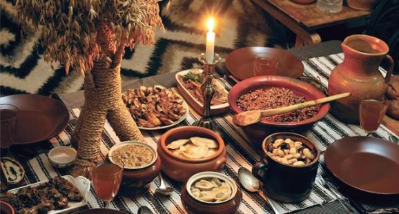 Праздничный стол на Новогодние праздники в Верховине в Карпатах